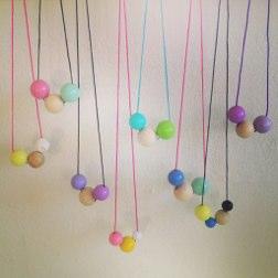 farverige halskæder